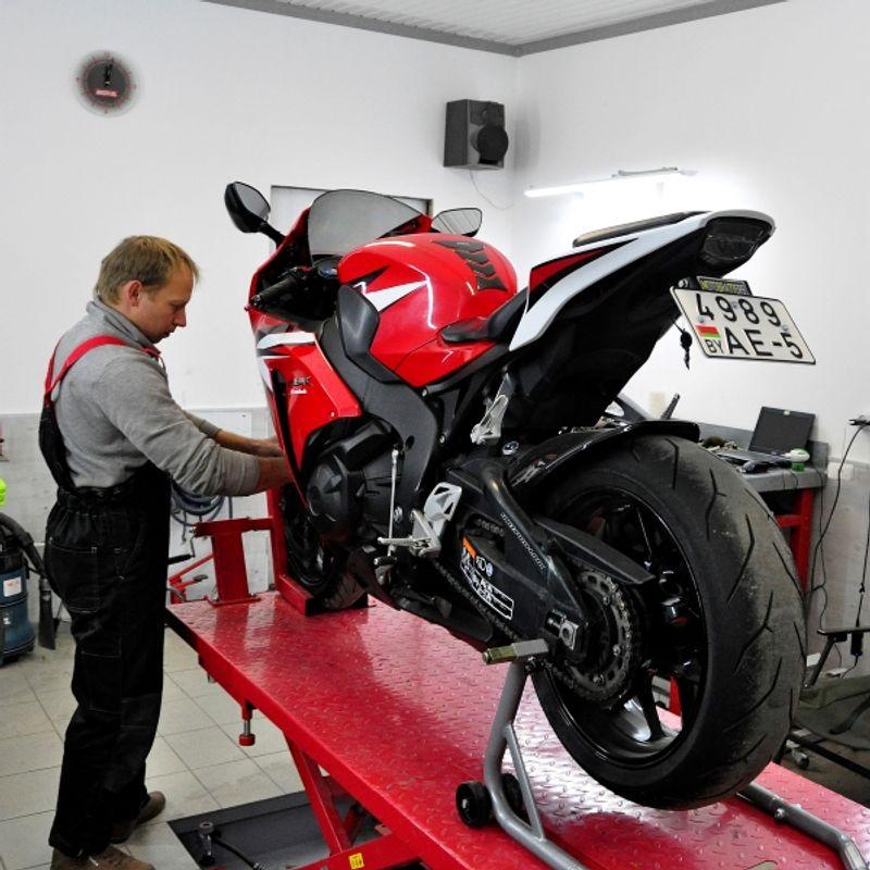 картинка сервис для мотоциклов найти человека, который